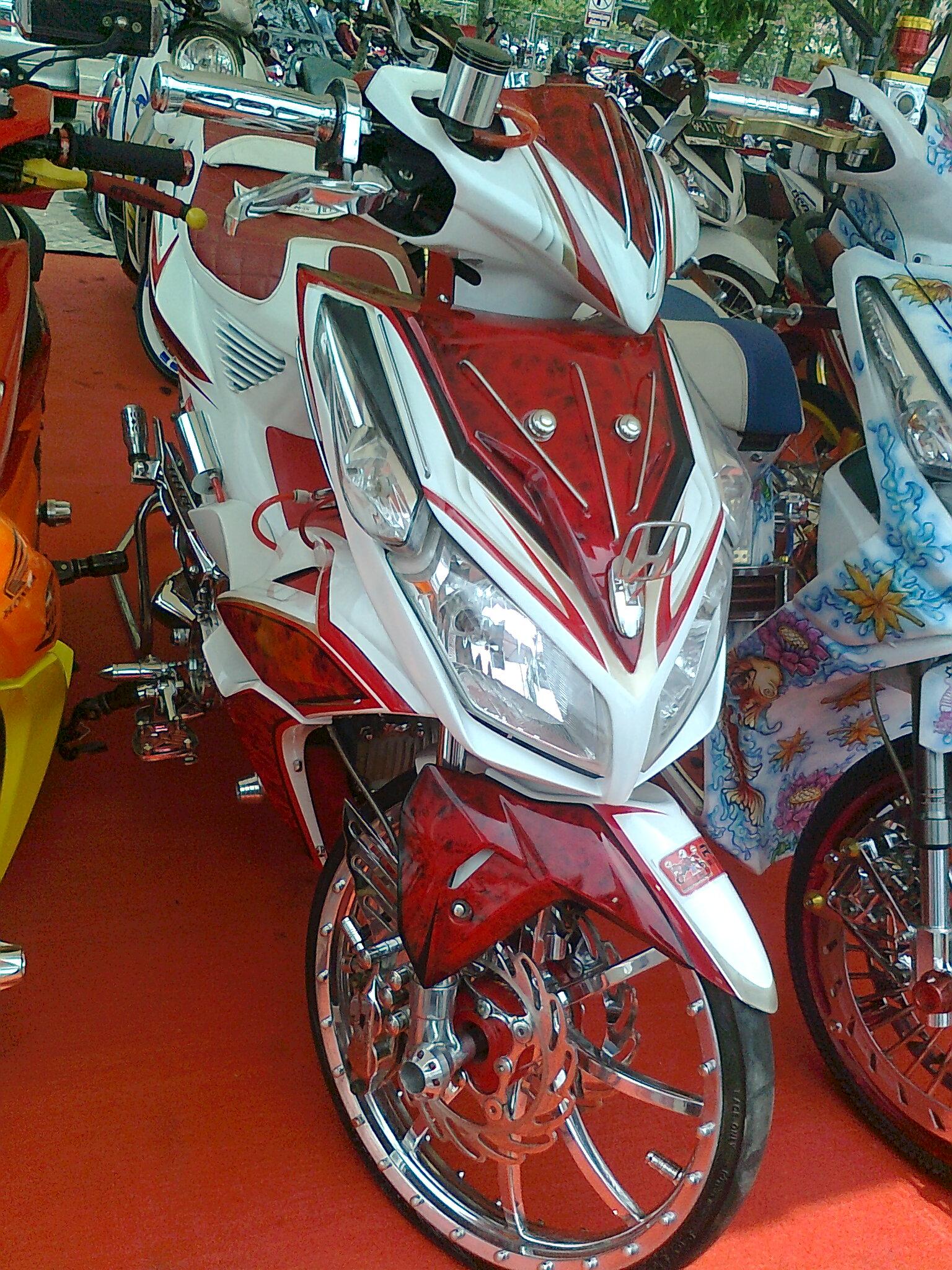 Koleksi Modifikasi Motor Matic Warna Merah Terbaru Kampong Motor
