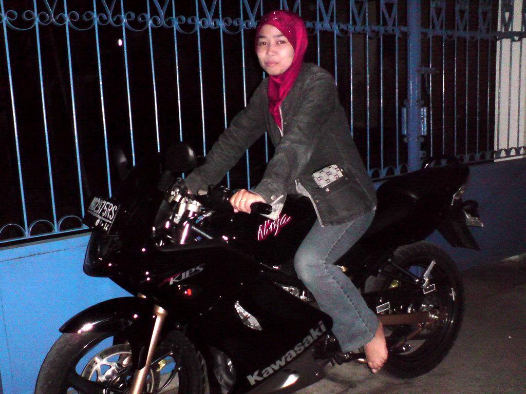Lady Biker Kawasaki Ninja Cewek NInja Febrian Portal